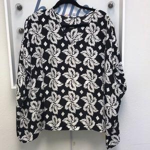 Diane VonFurstenberg black and white top